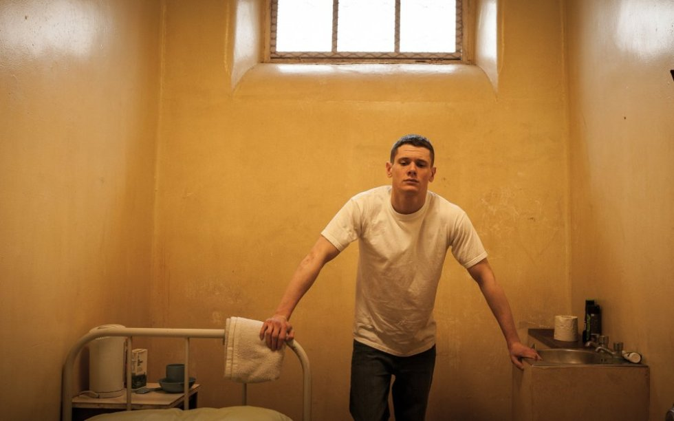 starred-up-2013-003-eric-in-cell