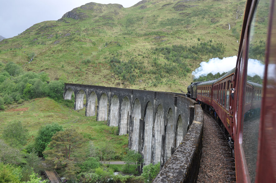 uk-glenfinnan-viaduct-steam